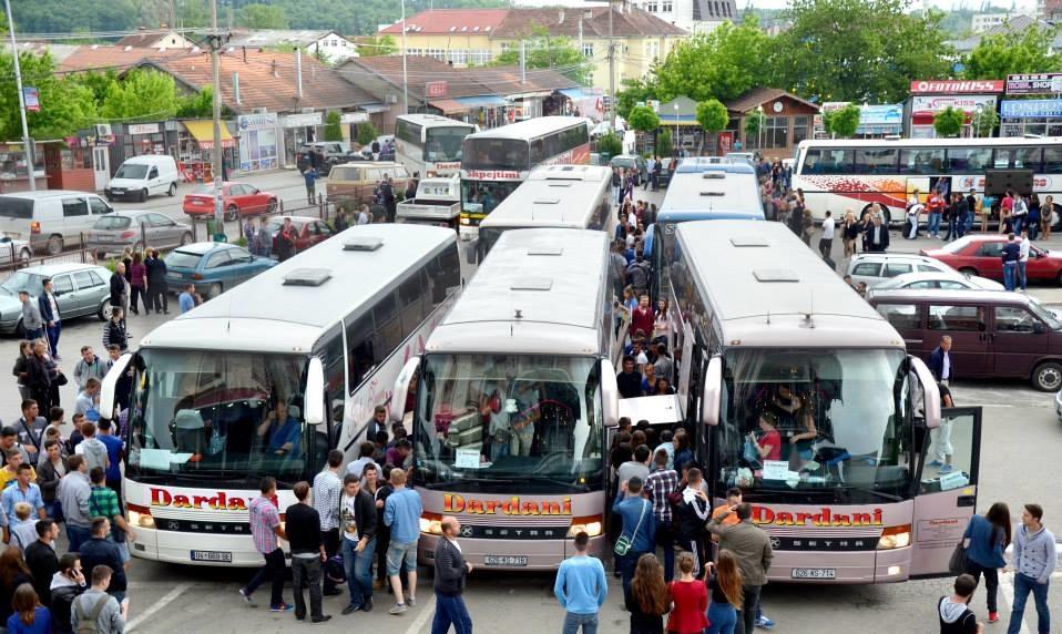 Shoqata e Transportit paralajmëron protestë: Më 17 mars nuk do të ketë transport të udhëtarëve në vend