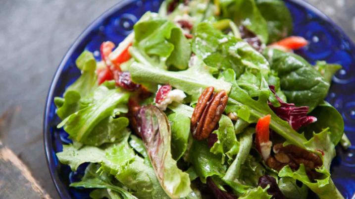 Përfitimet shëndetësore që keni nga sallata jeshile