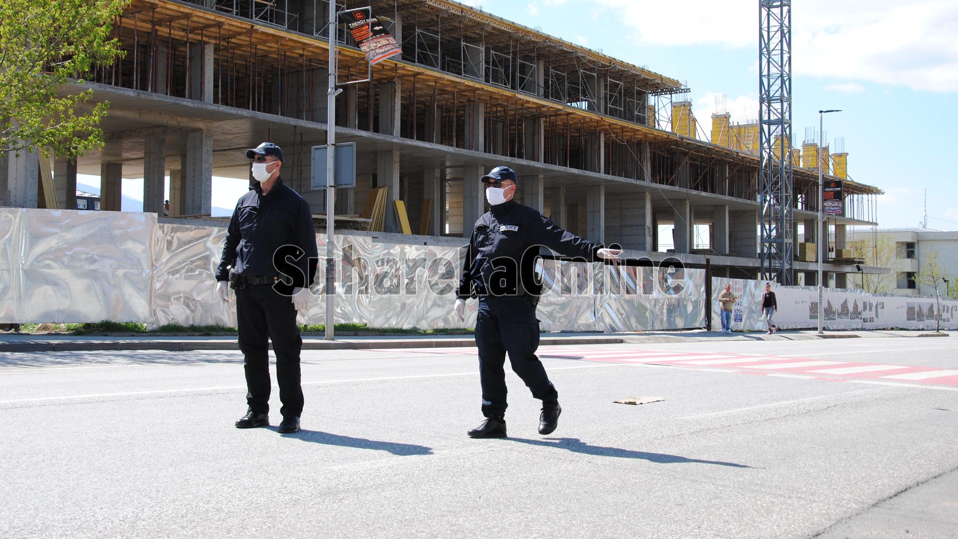 Të mërkurën policia dënoi mbi 800 qytetar të cilët nuk respektuan ligjin anti-Covid