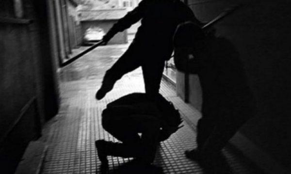 Studençan, një person në gjendje të dehur sulmon me thikë dy të tjerë brenda një lokali