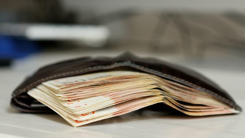 Gjest i mirë, qytetari nga Suhareka e gjenë portofolin me 1080€, i'a kthen pronarit