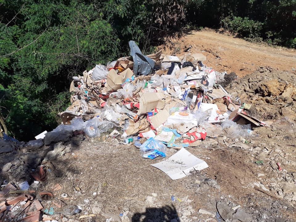 100 euro gjobë për qytetarin nga Bukoshi, hodhi mbeturina në hapësira publike