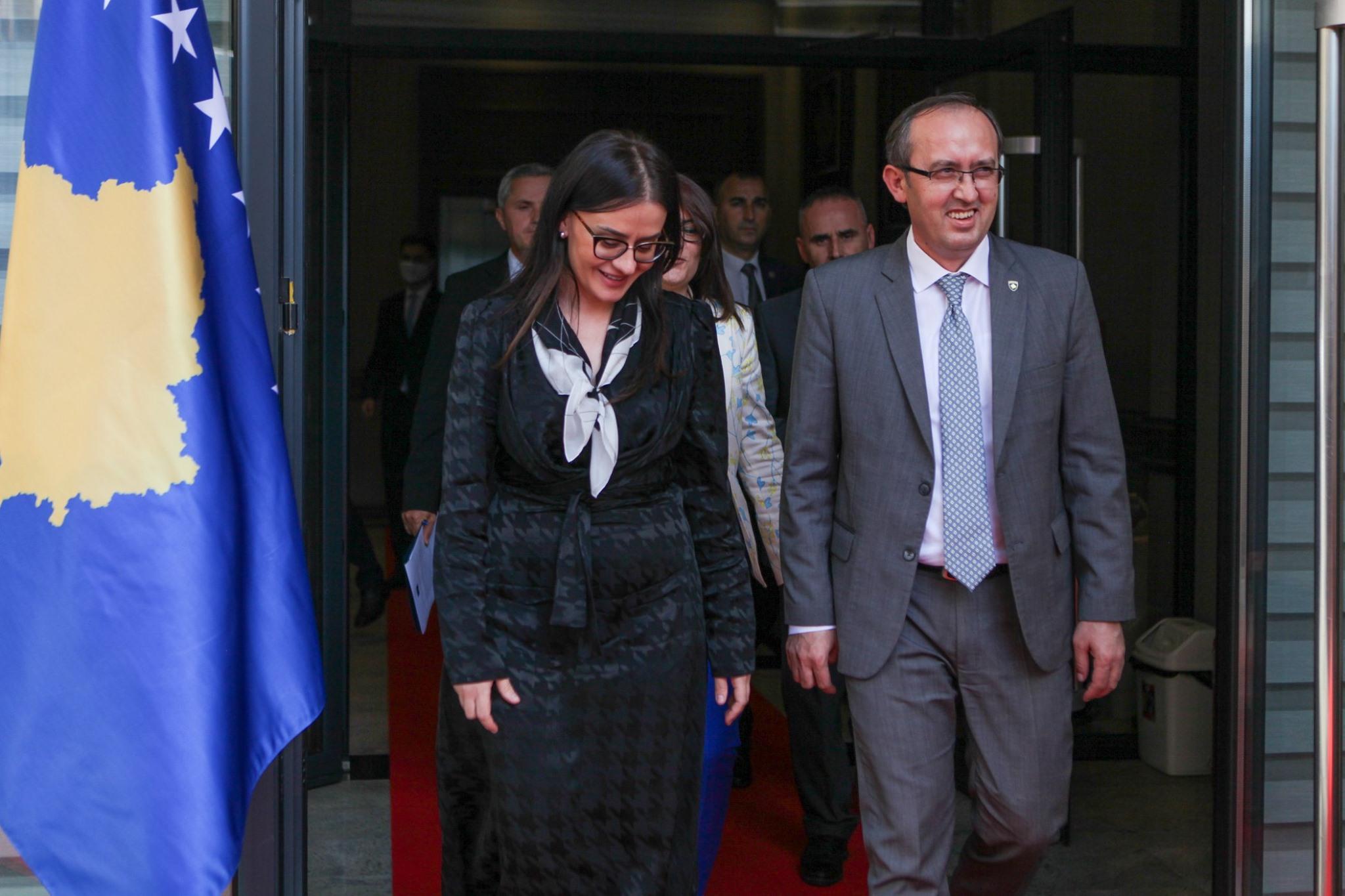 Meliza Haradinaj i quan absurde masat e reja të Hotit, do të votoj KUNDËR