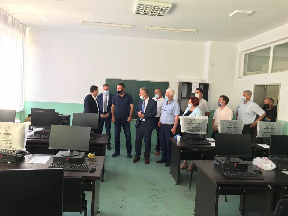 Ministri i MASH-it Ramë Likaj, vizitoi Komunën e Suharekës