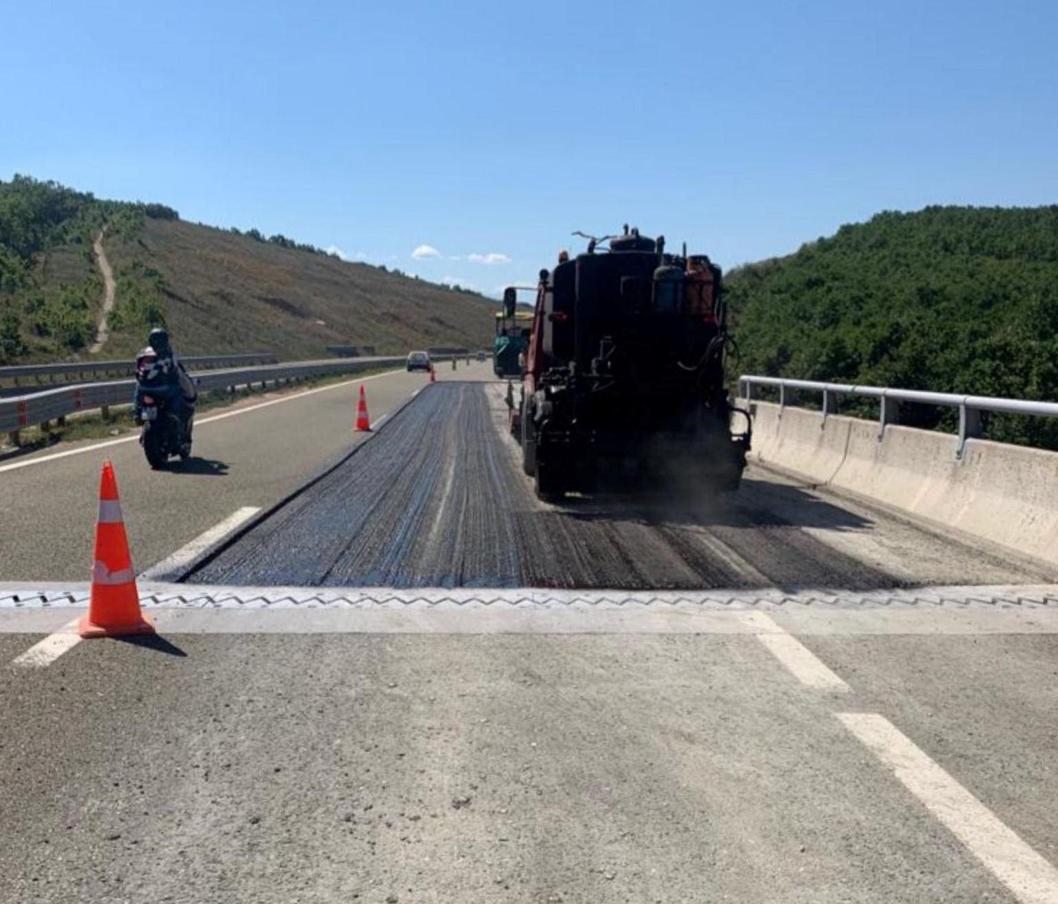 """Fillon sanimi dëmtimeve në autostradën """"Ibrahim Rugova"""""""