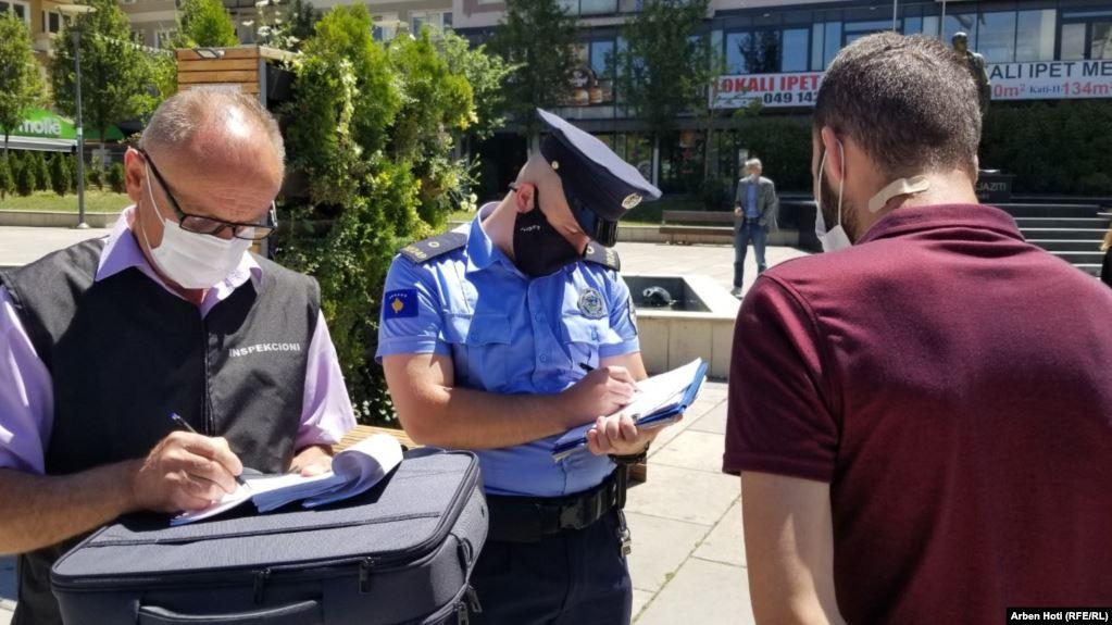 Gjatë ditës së marte u dënuan 1123 qytetar për mosrespektimin e ligjit anti-COVID