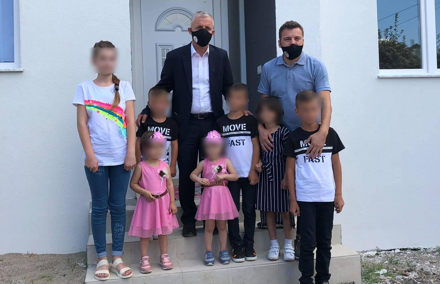 Arsim Kabashi dhuron shtëpi për 7 jetimë në Shkup