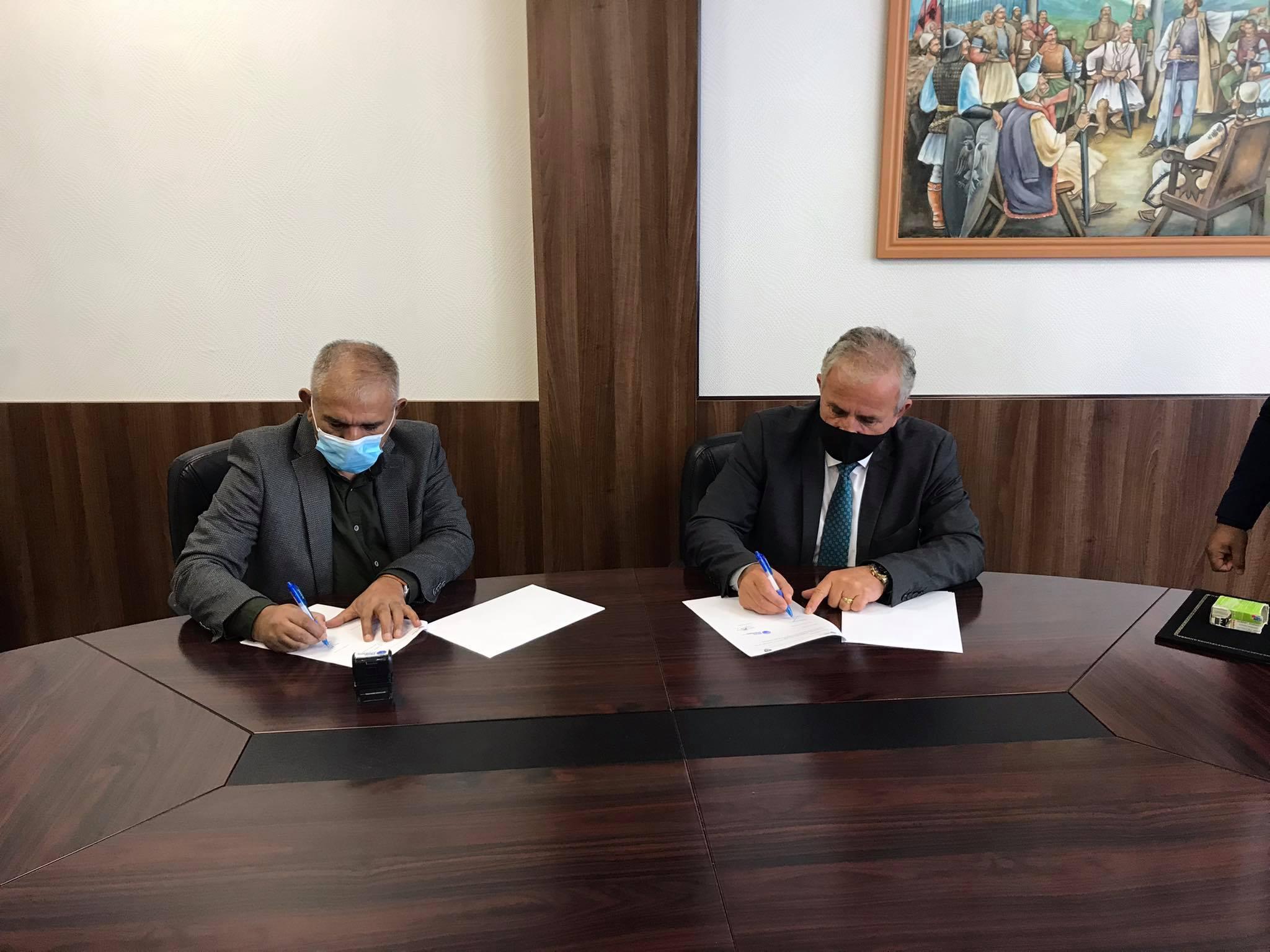 """Mirëqenia e komuniteteve, Muharremaj nënshkruan marrëveshje bashkëpunimi me OJQ """"Nevo Koncepti"""""""
