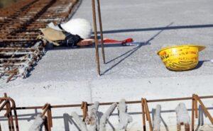 Lëndohet aksidentalisht një punëtor i ndërtimtarisë në Suharekë, bie nga 3 metra lartësi