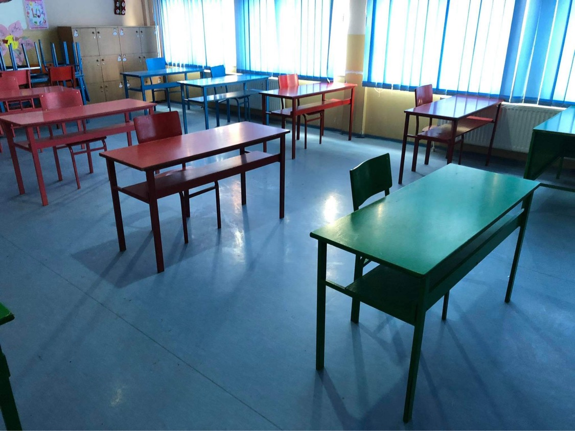 """""""Mbyllja totale e shkollave e gabuar, të vendoset për secilën komunë veç e veç"""""""