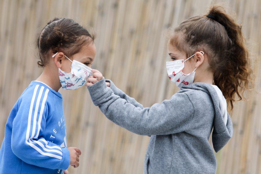 Si duhet ta bartin fëmijët maskën për t'u mbrojtur nga Coronavirusi