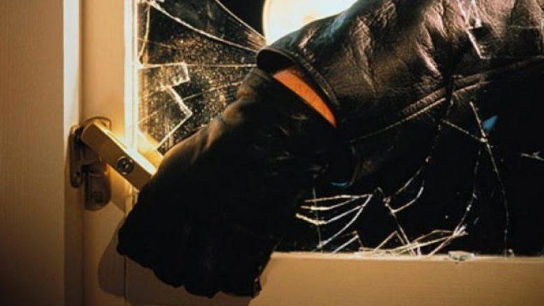 Policia arreston dy persona në Suharekë, kishin vjedhur në një shtëpi para dy dite