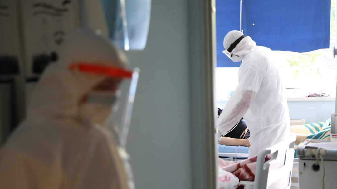 Në spitalet e Kosovës po trajtohen 727 pacientë me COVID-19