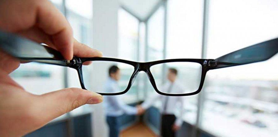 4 këshilla për të përmirësuar shikimin dhe për ta mbajtur atë të mprehtë ndërsa plakeni