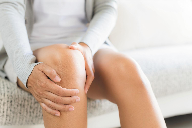 Dhimbjet e gjurit – pse shkaktohen dhe mënyra e duhur e trajtimit në shtëpi