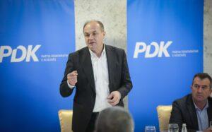 A do të kandidojë për kryetar të PDK-së? Flet Enver Hoxhaj