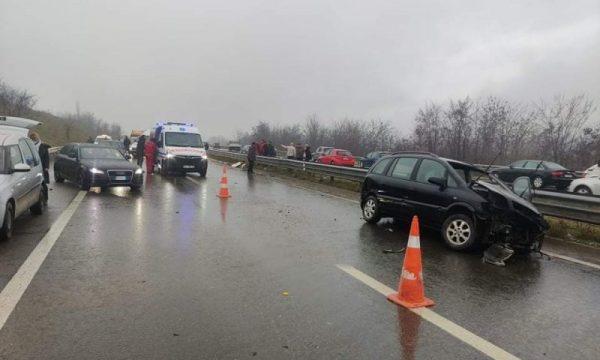 Vetaksident në autostradë afër Suharekës, vdes një person