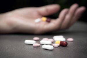 Semetisht, një person tenton të vetvritet me medikamente mjekësore