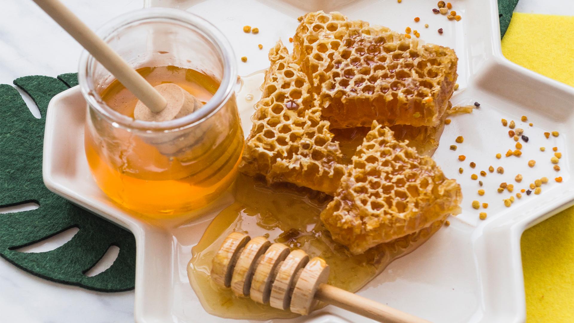 Mjalti më i mirë se antibiotiku për kollën akute