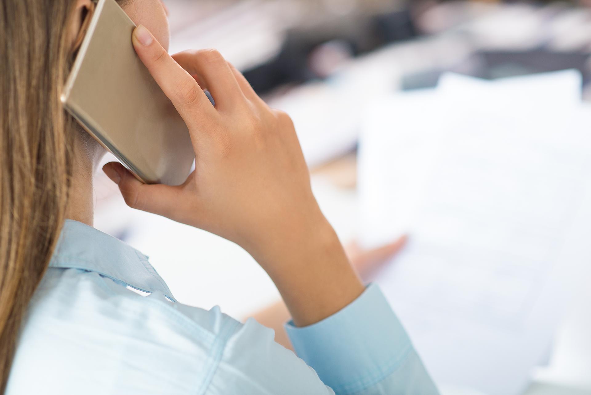 10 minuta bisedë në telefon zvogëlon ndjenjën e vetmisë
