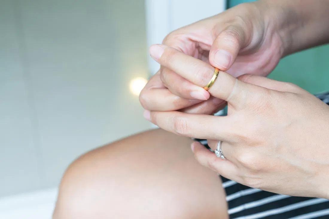 Ënjtja e duarve dhe disa metoda trajtimi në shtëpi