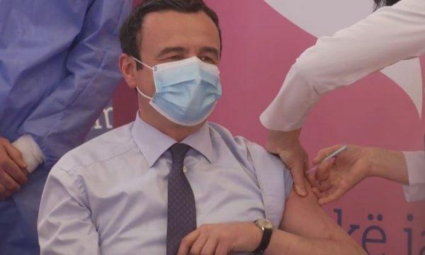 Kryeministri Kurti merr dozën e parë të vaksinës anti-COVID
