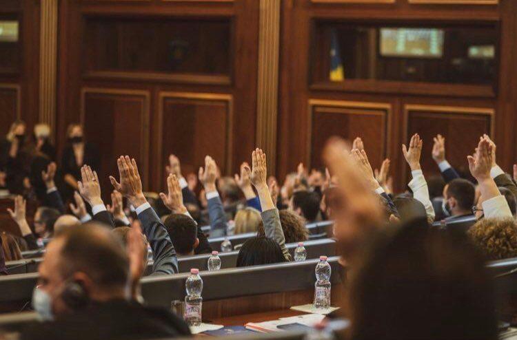 Kuvendi miraton përshpejtimin e procedurës për ndryshimin dhe plotësimin e Kodit Penal