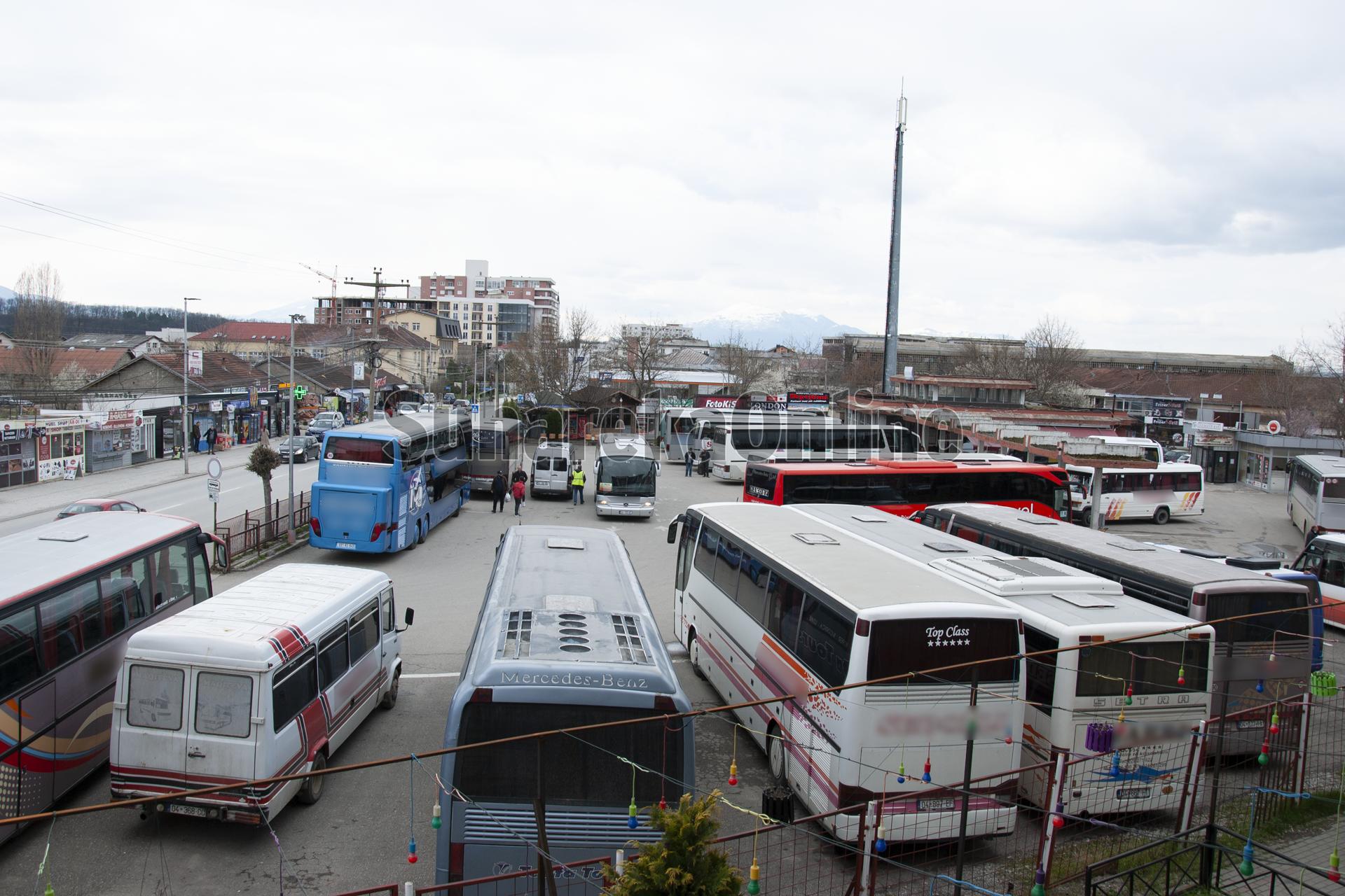 Pezullohet përkohësisht greva, nis qarkullimi i autobusëve në Kosovë