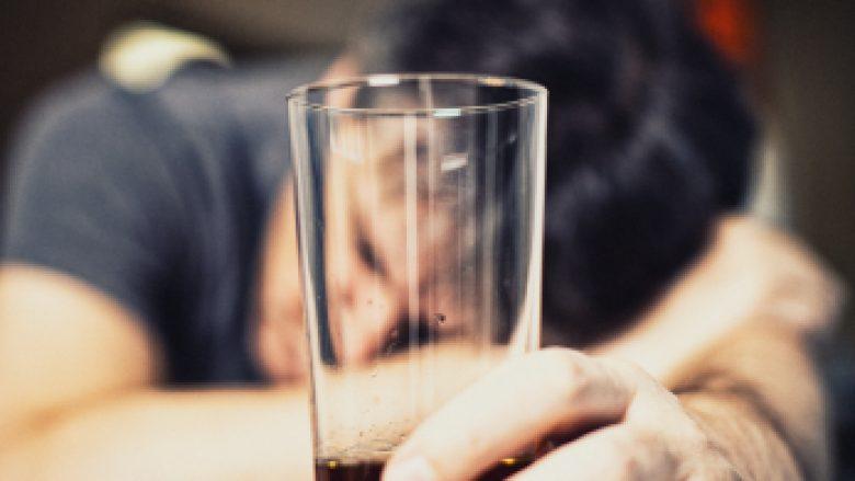 Çfarë shkakton dhimbjen e kokës – Në cilat raste kërkohet vizita e menjëhershme mjekësore?