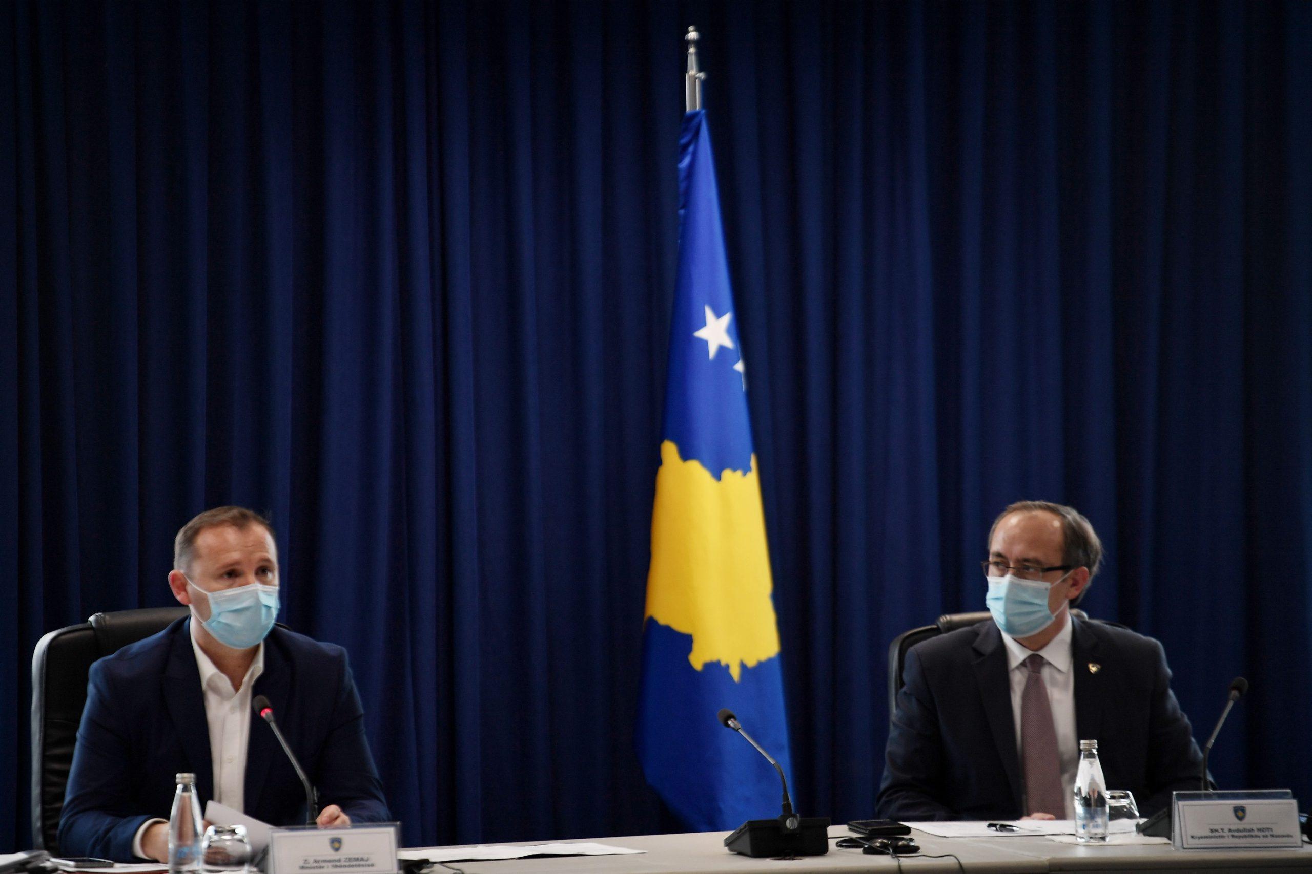 Kosova ende pa vaksina anti-COVID, Hoti e Zemaj: Nuk hyjmë në lojëra për të sjellë vaksinat e dyshimta