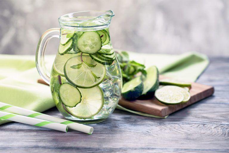 Ujë me kastravec dhe limon – Efektet në pastrimin e organizmit