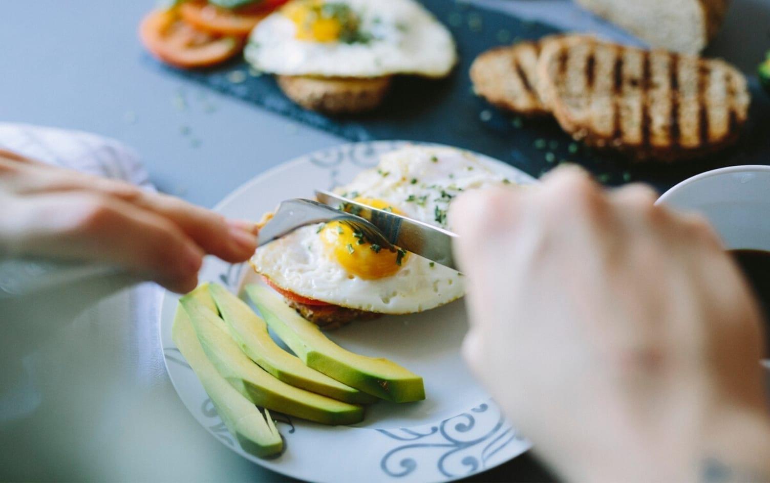 Dëmi që i shkaktoni trupit kur nuk hani mëngjes