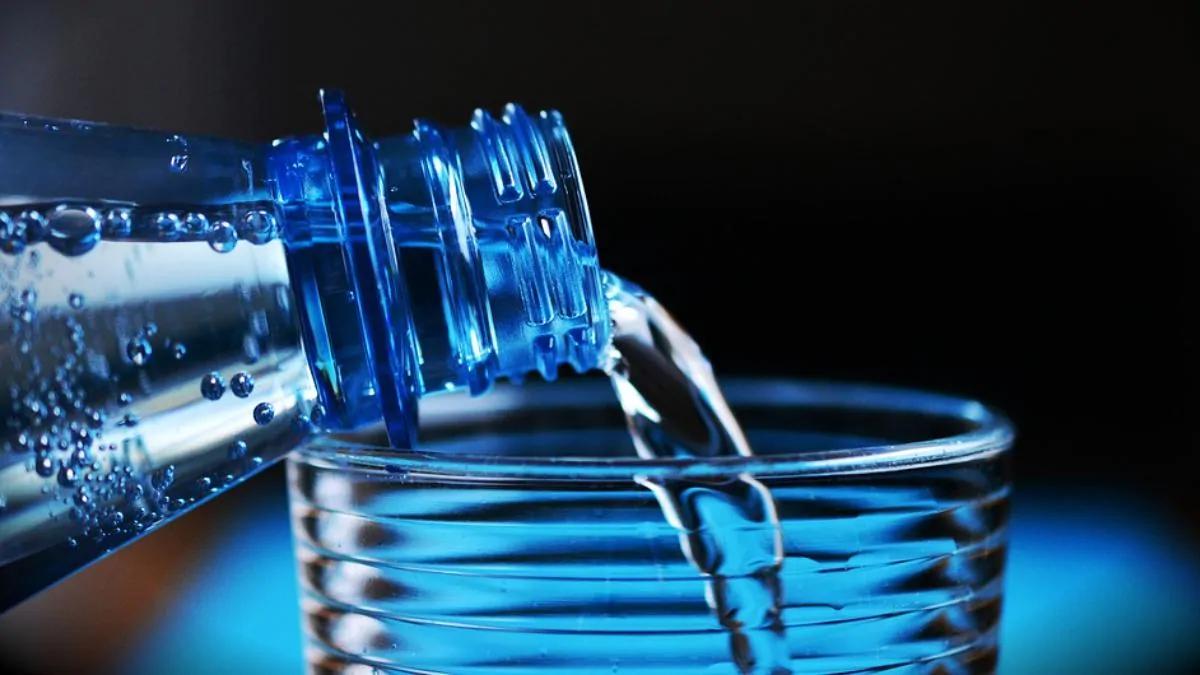 Uji i gazuar dhe pasojat tek dhëmbët – Kujdesi që ju duhet