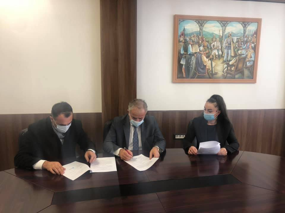 Muharremaj nënshkruan marrëveshje me MAPL-në për Grantin e Performacës Komunale