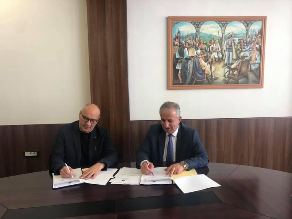 Muharremaj dhe MEA nënshkruajnë marrëveshje prej 650 mijë euro për investime në Suharekë