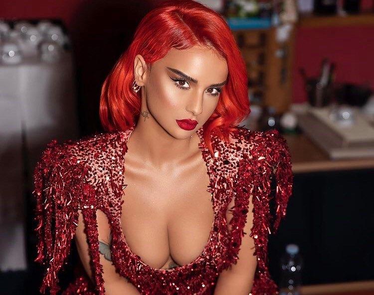 """Rina Balaj publikon këngën e re """"Bad Rosita"""", vjen me paraqitje provokuese në klip"""