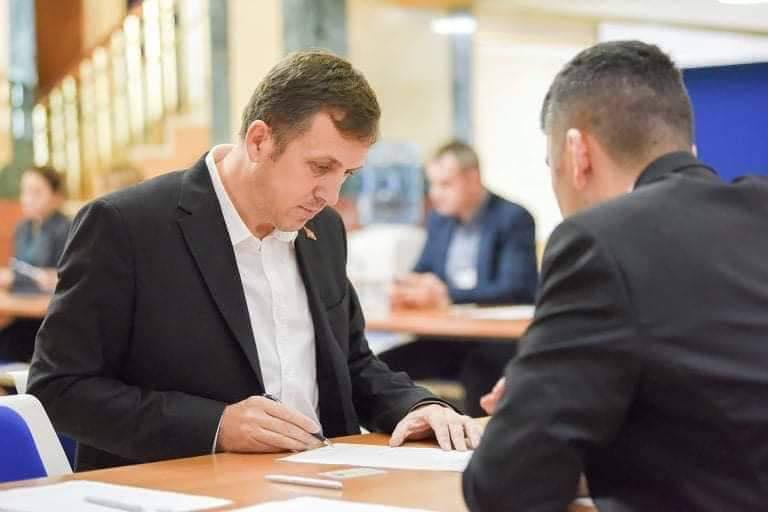 Salih Zyba regjistrohet si deputet në Kuvendin e Kosovës