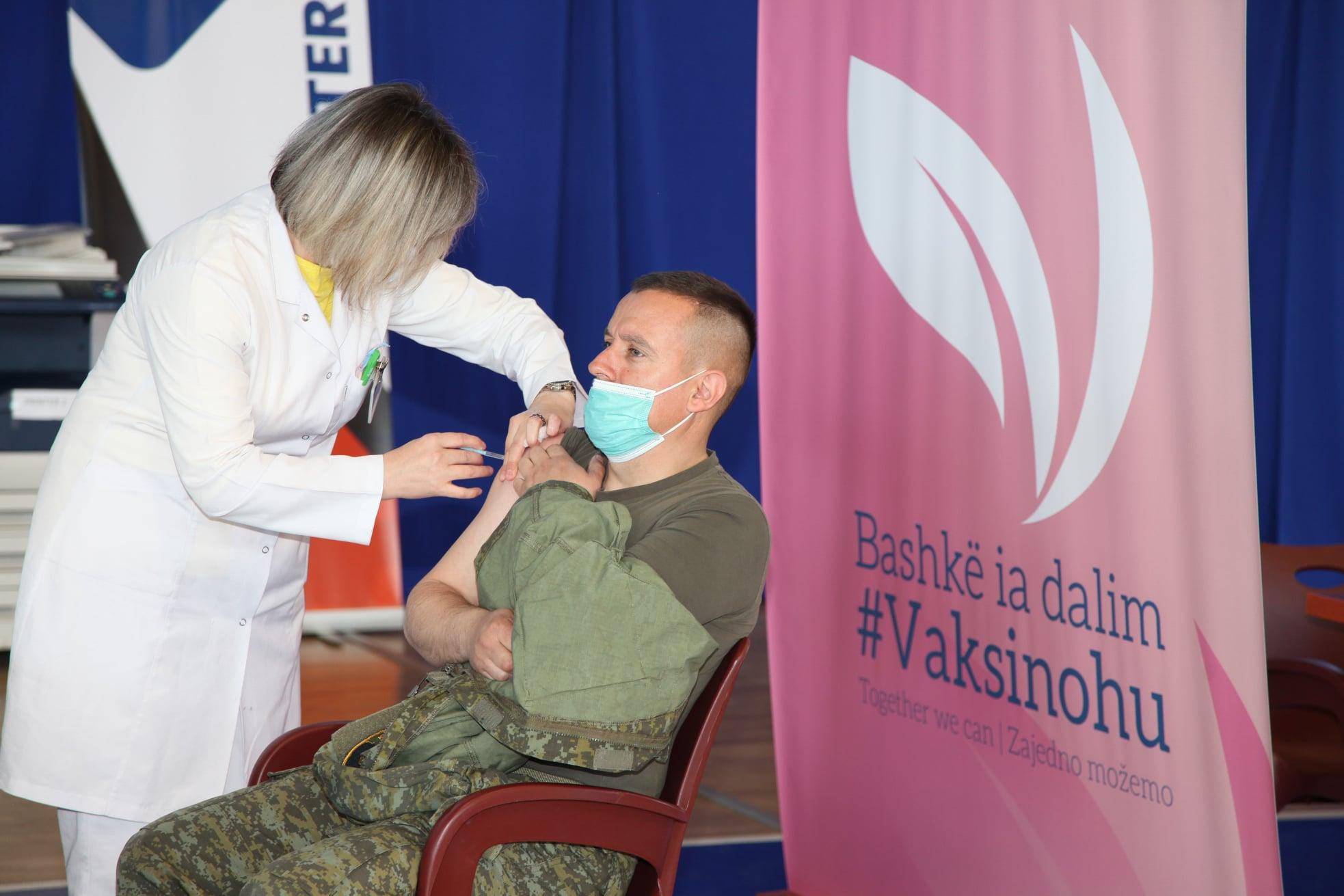 Fillon vaksinimi kundër COVID-19 i personelit të shërbimit mjekësor të FSK-së