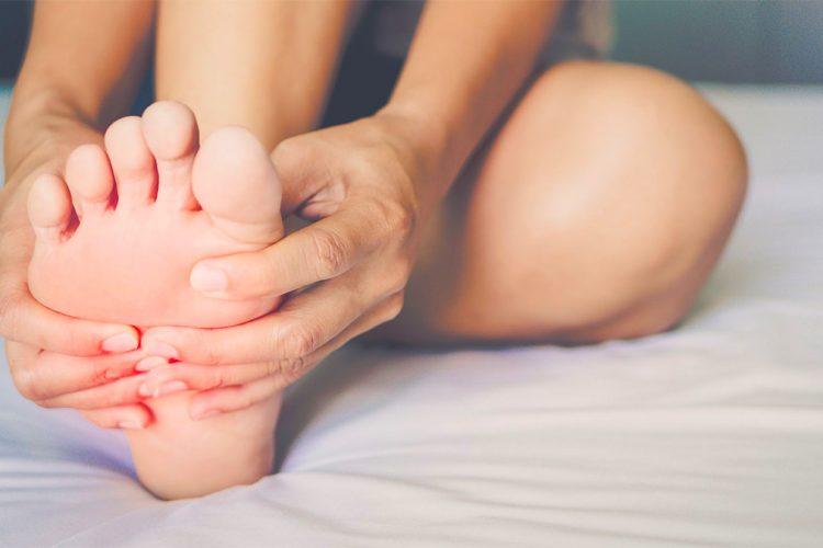 Ngërçi i gishtave të këmbës – Pse ndodh dhe si të trajtohet
