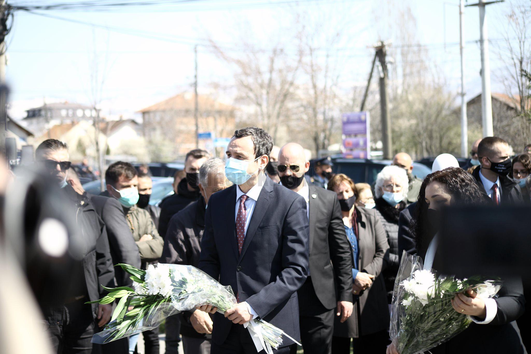 Kurti kujton masakrën në Suharekë dhe në vende tjera: Kosova dergjet nga pasiviteti i prokurorëve dhe joefikasiteti i gjykatësve