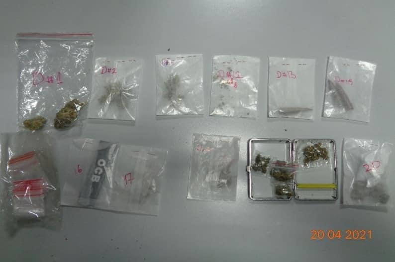 Njësia e antidrogës në Prizren arreston 3 persona, sekuestron substanca narkotike dhe armë