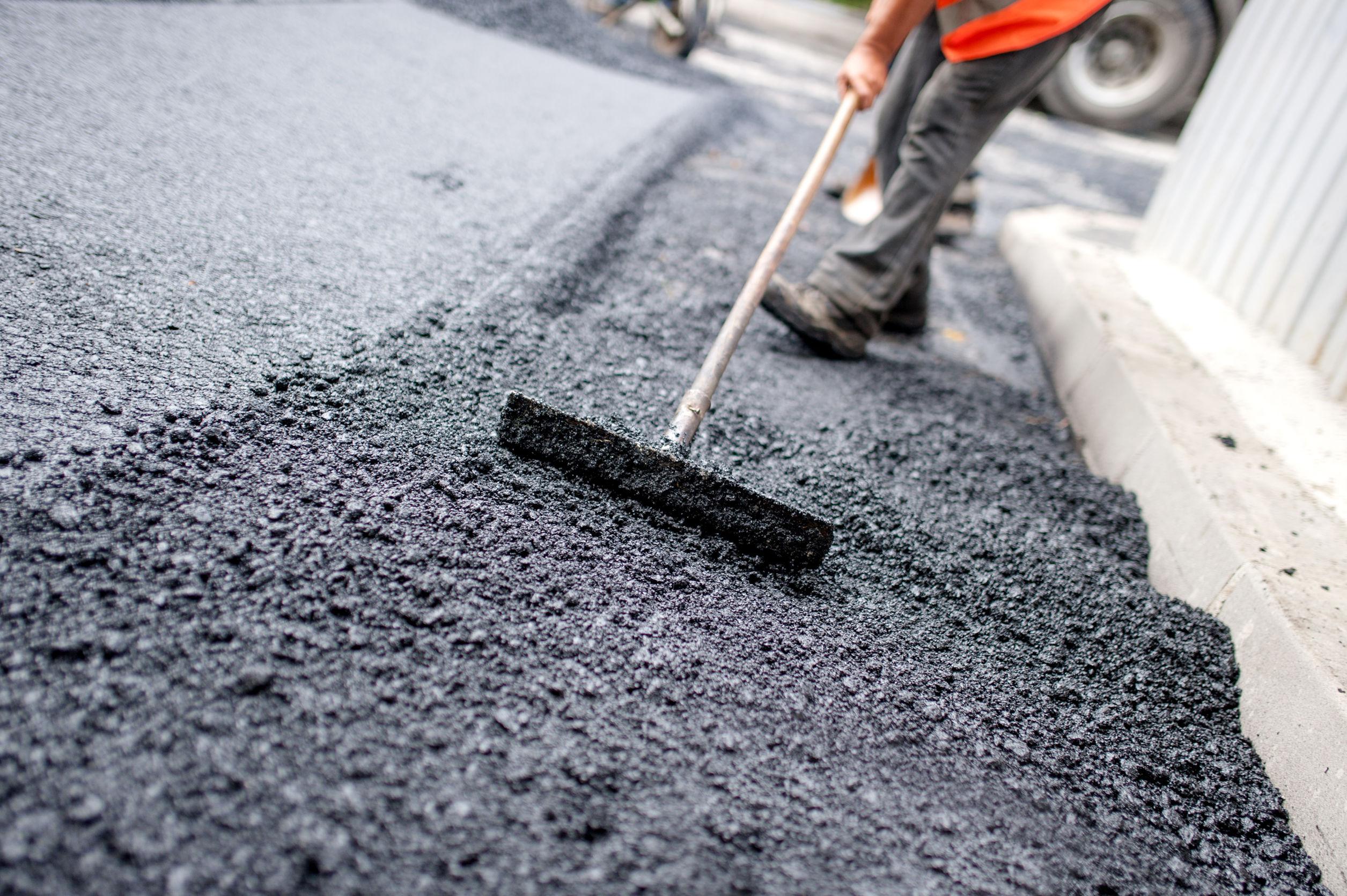 Fillon asfaltimi i rrugës moderne që lidh fshatrat Leshan-Shirokë-Sopijë