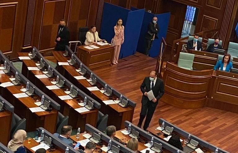 Enver Hoxhaj i pranishëm në seancë për zgjedhjen e presidentit