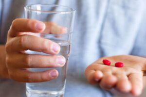 Arsyet pse nuk duhet të merrni asnjëherë ilaçe me stomak bosh