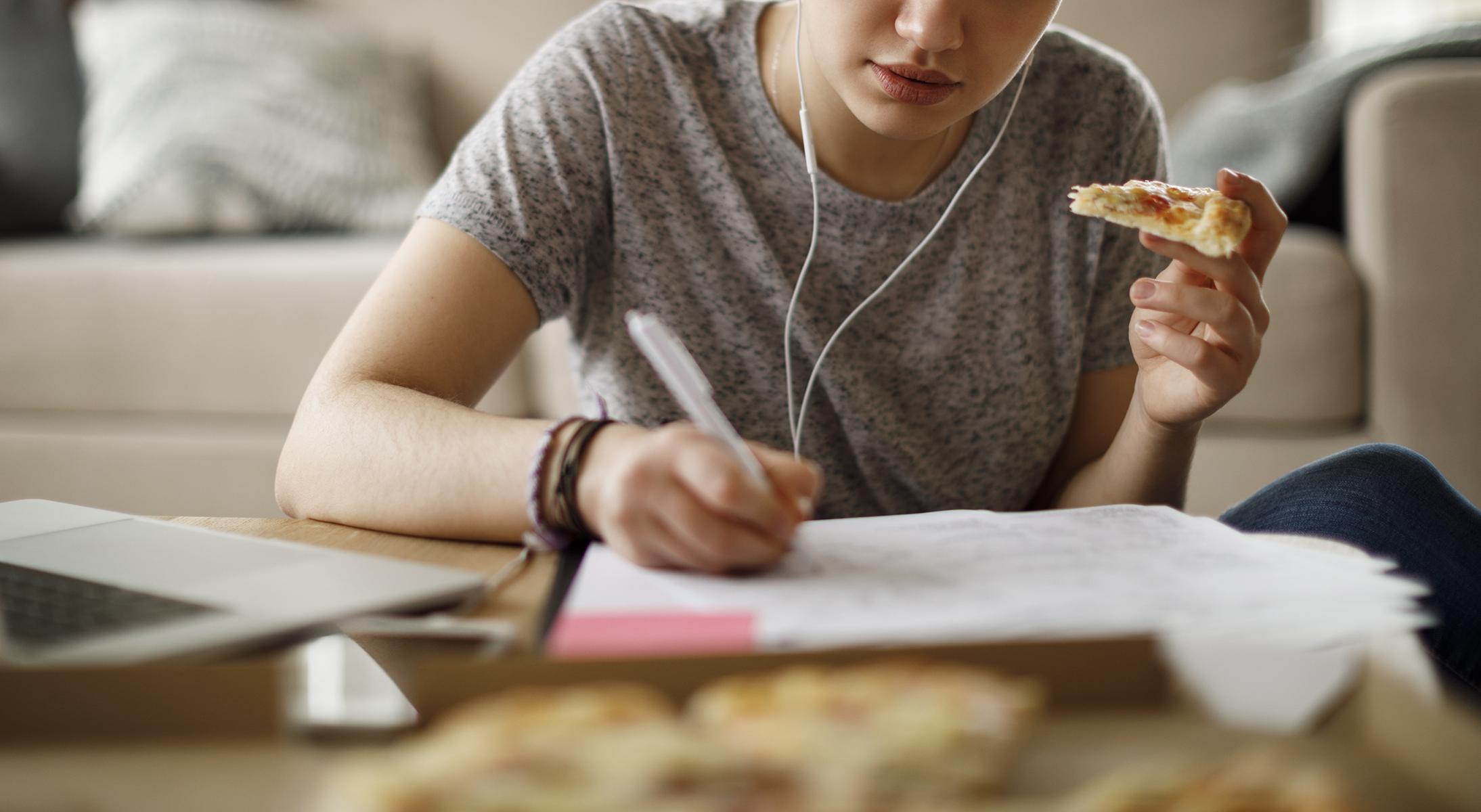 Çfarë ndodh në organizëm kur hani nga stresi dhe si ta kuptoni