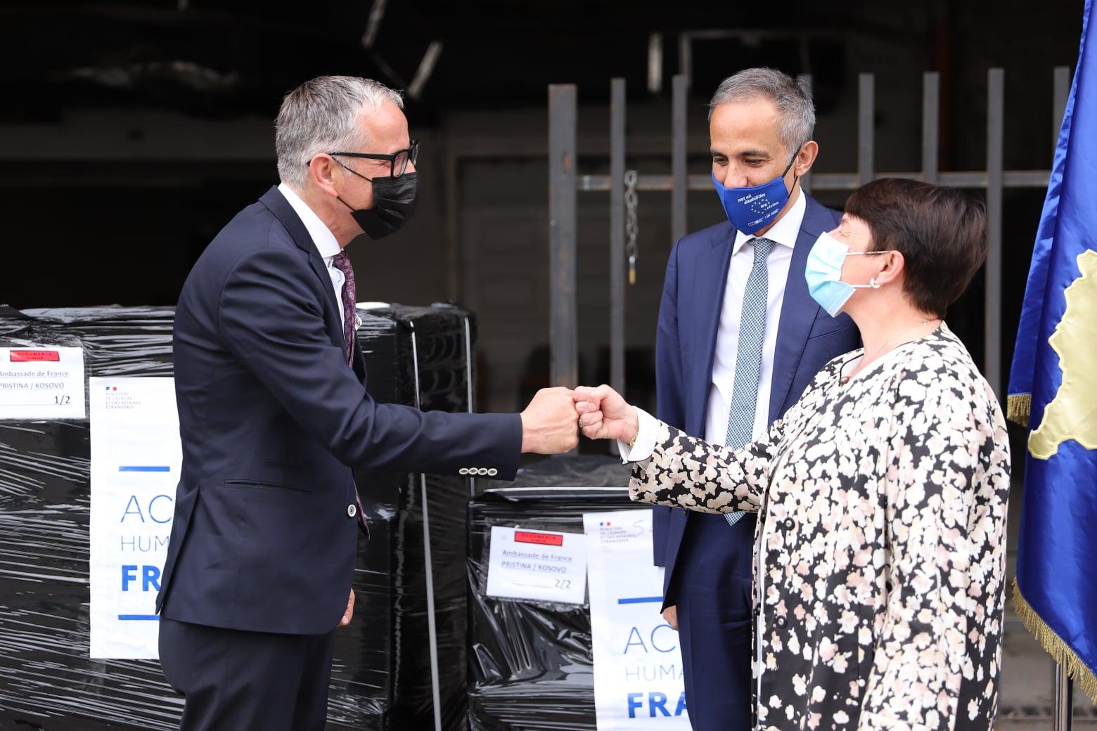 Ministria e Shëndetësisë pranon 15 mijë rapid teste për COVID-19