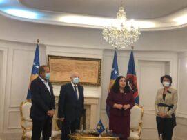 Osmani takon tre nga pesë ish-presidentët e Kosovës