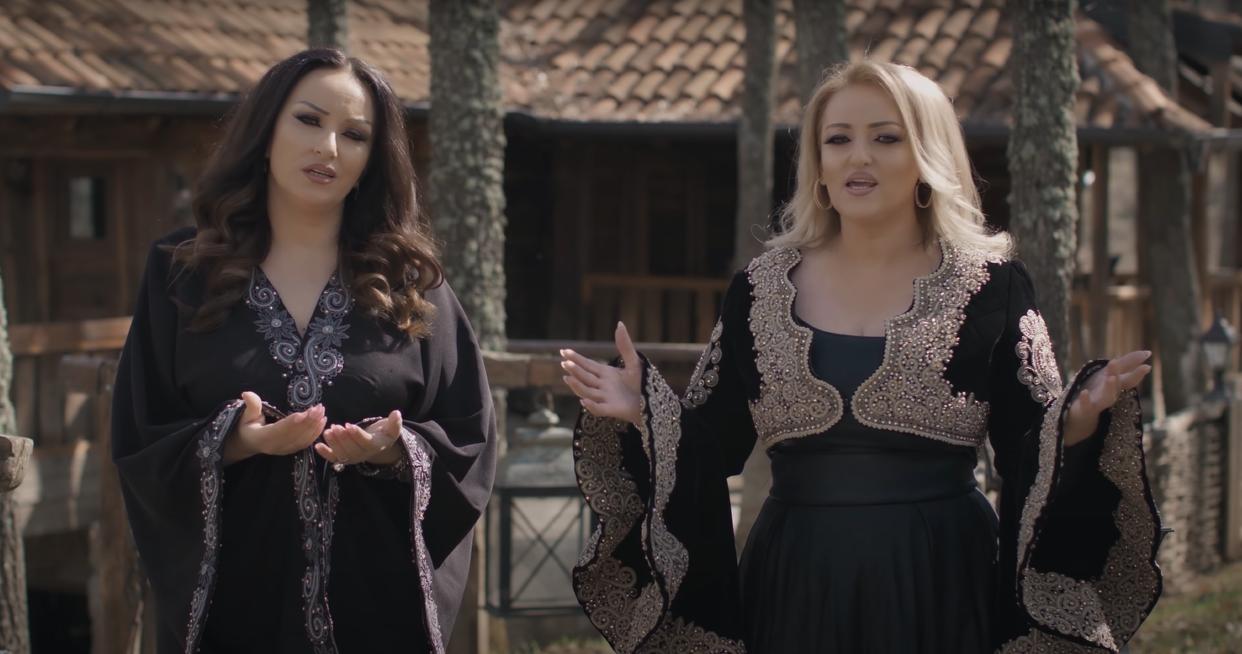"""Motrat Mustafa publikojnë këngën """"Malli i nënës"""""""