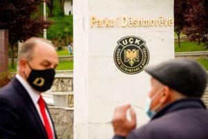 Në ditën e dëshmorëve Hoxhaj bën homazhe në Suharekë