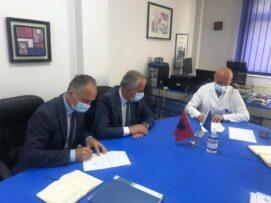 """SHMP """"Abdyl Ramaj"""" së shpejti me drejtim të shëndetësisë, Muharremaj nënshkruan memorandum me Spitalin e Prizrenit"""